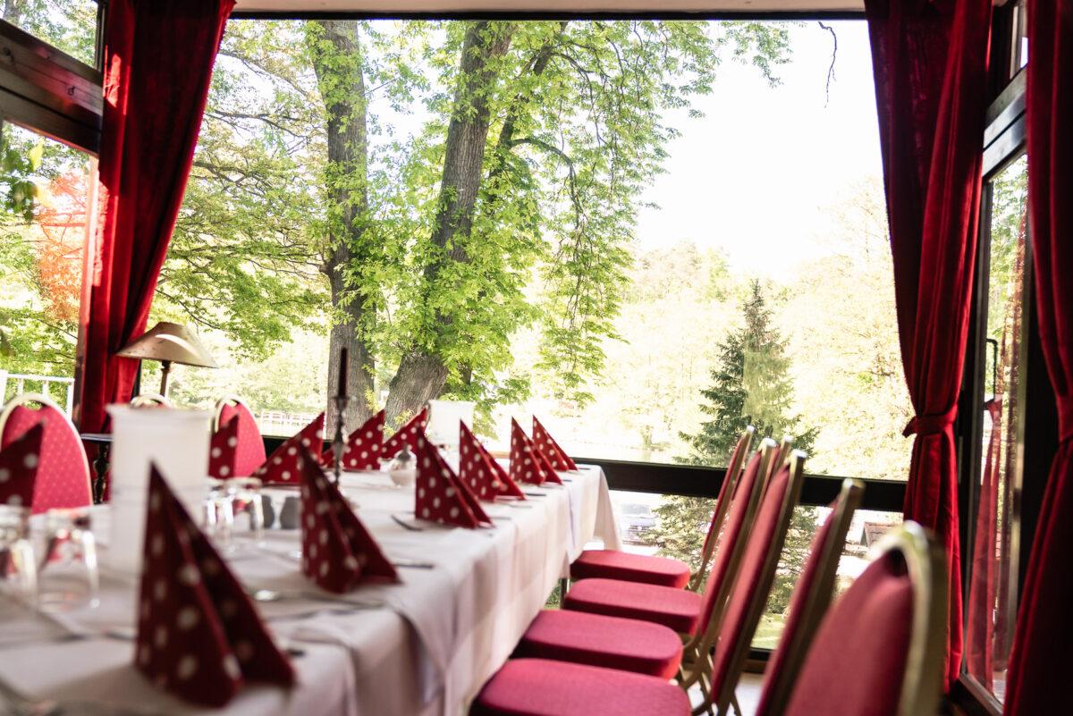 Das Restaurantambiente im Hotel & Restaurant Seeschloß Lanke