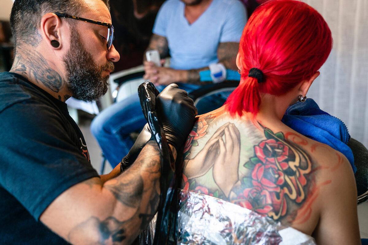Sven Marggraf, Tätowierer und Inhaber des Tattoo- und Piercingstudios HOUSE OF PAINT in Biesenthal, im schönen Naturpark Barnim, Barnimer Land, Brandenburg.
