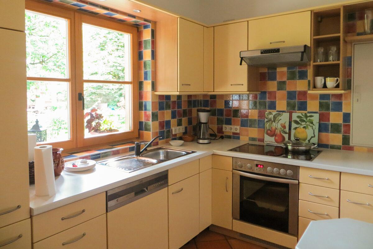 Die Küche des Ferienhauses Tulpe in Wandlitz, Ortsteil Stolzenhagen, im schönen Naturpark Barnim, Barnimer Land, Brandenburg.