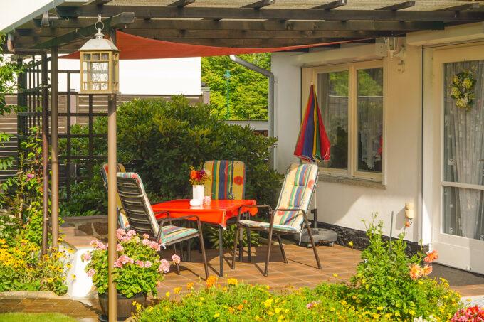Die Terrasse des Ferienhauses der Familie Hinz in Wandlitz, im schönen Naturpark Barnim, Barnimer Land, Brandenburg.