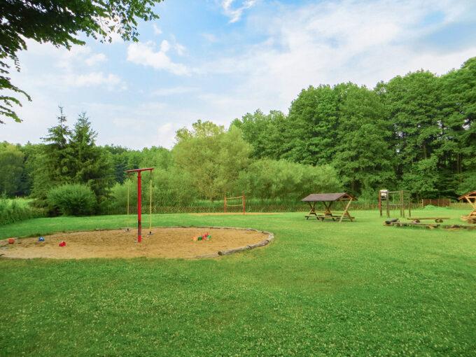 Der Spielplatz der Jugendherberge Liepnitzsee in Wandlitz, Ortsteil Lanke Ützdorf, im schönen Naturpark Barnim, Barnimer Land, Brandenburg.