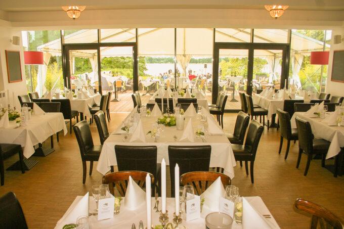 Der Gastraum des Hotels und Restaurants Seeterrassen in Wandlitz, im schönen Naturpark Barnim, Barnimer Land, Brandenburg.