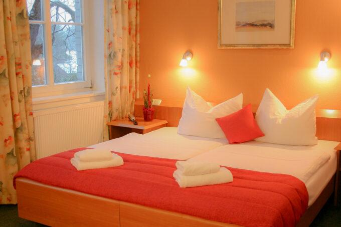 Ein Doppelzimmer des Hotels und Restaurants Seeterrassen in Wandlitz, im schönen Naturpark Barnim, Barnimer Land, Brandenburg.
