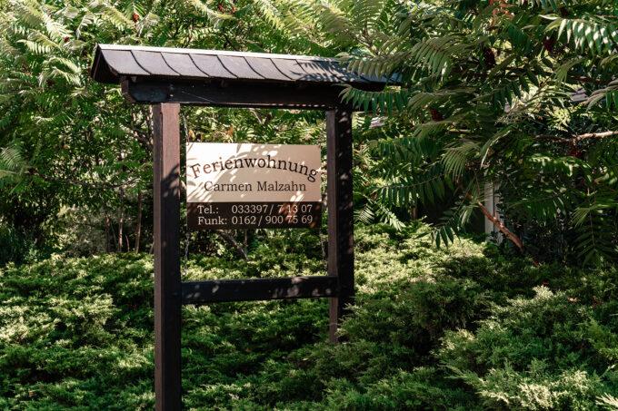 Das Schild der Ferienwohnungen Malzahn in Mühlenbecker Land, Ortsteil Zühlsdorf, im schönen Naturpark Barnim, Barnimer Land, Brandenburg.