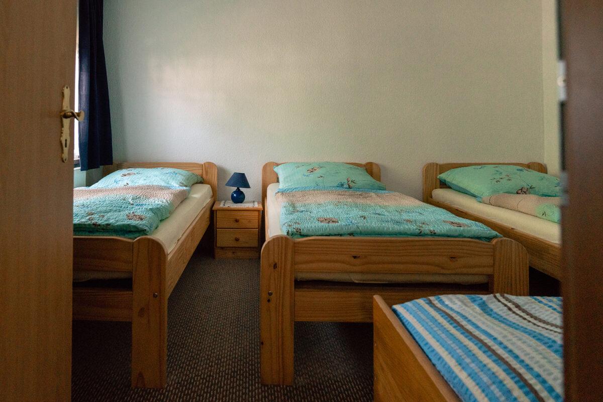 Das Schlafzimmer in einer der beiden Ferienwohnungen Malzahn in Mühlenbecker Land, Ortsteil Zühlsdorf, im schönen Naturpark Barnim, Barnimer Land, Brandenburg.
