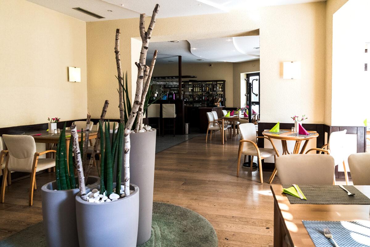 Der Speisesaal des Waldhotels Wandlitz **** in Wandlitz, im schönen Naturpark Barnim, Barnimer Land, Brandenburg.
