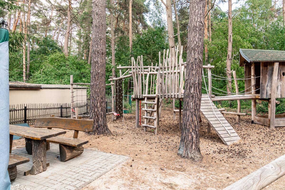 Der Außenbereich des Ferienhauses Daul mit zwei Ferienwohnungen in Wandlitz, Ortsteil Stolzenhagen, im schönen Naturpark Barnim, Barnimer Land, Brandenburg.