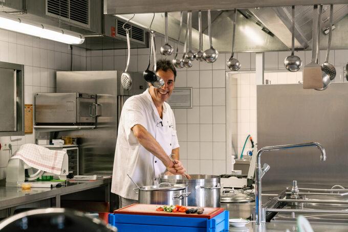 In der Küche der Jugendherberge in Wandlitz, im schönen Naturpark Barnim, Barnimer Land, Brandenburg.