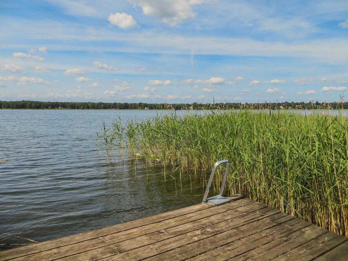Der Steg des Ferienhauses PAI in Wandlitz am Wandlitzer See, im schönen Naturpark Barnim, Barnimer Land, Brandenburg.