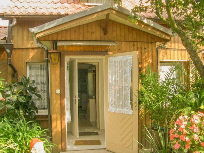Außenansicht des Ferienhauses Blumenhof in Wandlitz, Ortsteil Klosterfelde, im schönen Naturpark Barnim, Barnimer Land, Brandenburg.