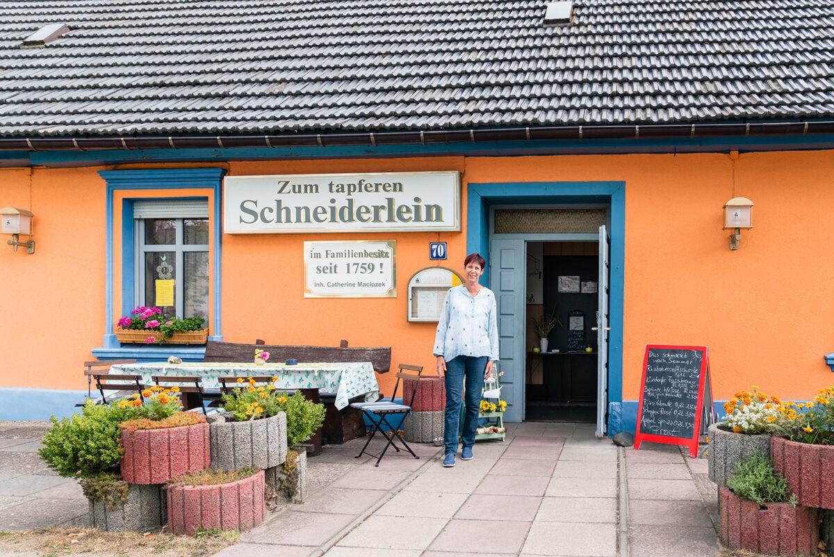 Catherine Maciozek, Inhaberin des Gasthofs Zum tapferen Schneiderlein in Wandlitz, Ortsteil Klosterfelde, im schönen Naturpark Barnim, Barnimer Land, Brandenburg.