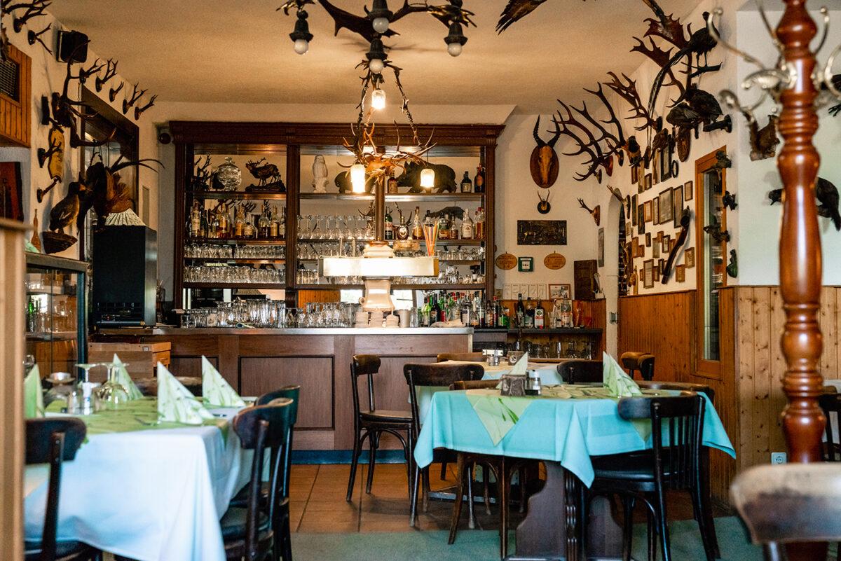 Der Innenbereich des Hotels und Restaurants Zur Waldschänke am Rahmersee in Wandlitz, im schönen Naturpark Barnim, Barnimer Land, Brandenburg.