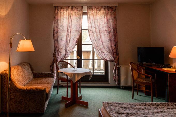 Ein Hotelzimmer des Hotels und Restaurants Zur Waldschänke am Rahmersee in Wandlitz, im schönen Naturpark Barnim, Barnimer Land, Brandenburg.
