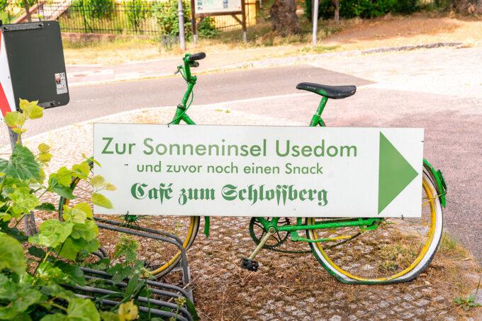 Fahrradständer des Cafés zum Schlossberg in Biesenthal, im schönen Naturpark Barnim, Barnimer Land, Brandenburg.