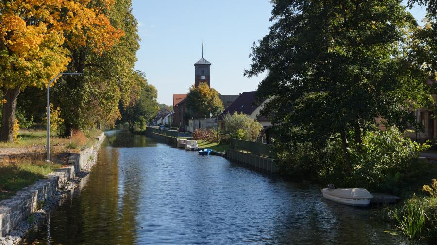 Das malerische Zerpenschleuse am Langen Trödel, im schönen Naturpark Barnim, Barnimer Land, Brandenburg.