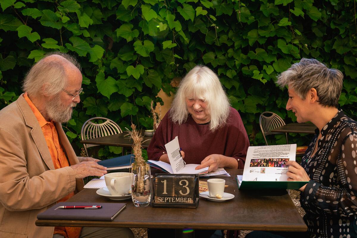 Das Organisationsteam plant das Georges Brassens Festival in Basdorf, Wandlitz, im schönen Naturpark Barnim, Barnimer Land, Brandenburg.