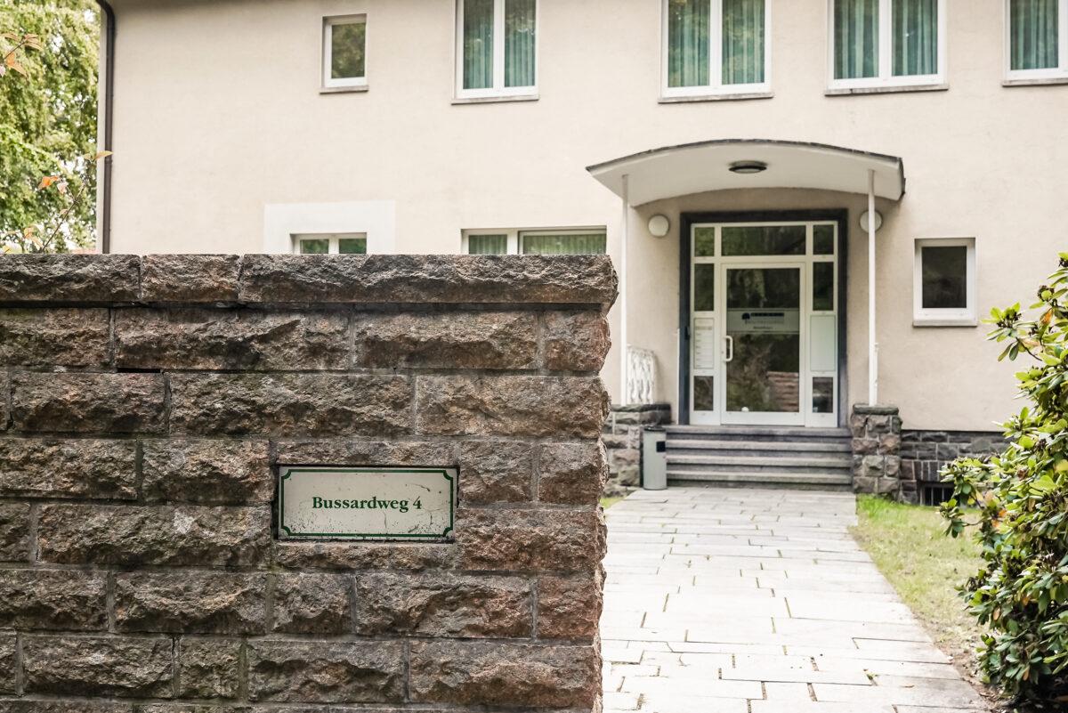 Das ehemalige Wohnhaus von Egon Krenz im Bussardweg 4 in der Waldsiedlung Wandlitz, im Naturpark Barnim, Barnimer Land, Brandenburg.