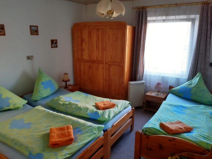 Das Schlafzimmer im Ferienhaus Triemer in Wandlitz, Ortsteil Basdorf, im schönen Naturpark Barnim, Barnimer Land, Brandenburg.